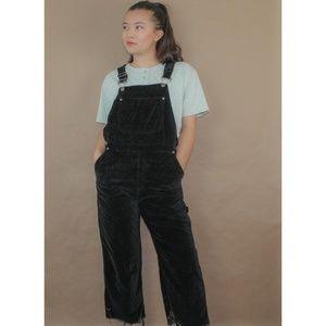 (438) vtg 90s cropped black velvet overalls